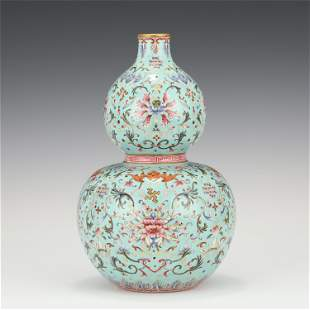 A CHINESE GREEN GLAZED FAMILLE ROSE PORCELAIN