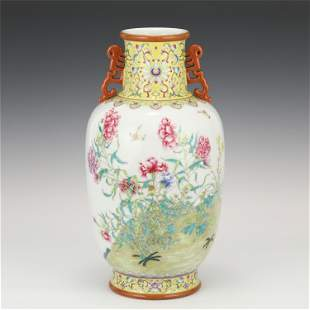 A CHINESE FAMILLE ROSE FLOWERS PORCELAIN VASE