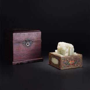 A CHINESE QING STYLE WHITE JADE GILT BRONZE SEAL