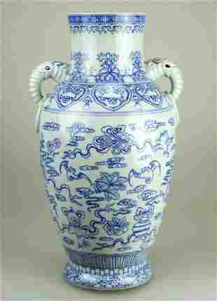 A BLUE AND WHITE PORCELAIN VASE WITH ELEPHANT AND RING