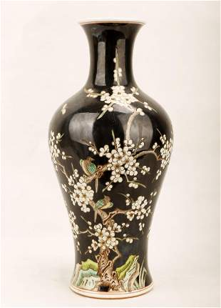 A FAMILLE NOIRE PORCELAIN VASE. THE BASE MARKED WITH