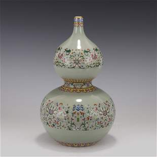 FAMILLE ROSE BAJIXIANG DOUBLE GOURD BOTTLE