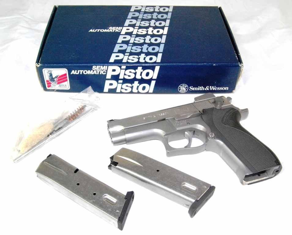 39: Smith & Wesson 9mm Parabellum Model 5906 Semi Autom