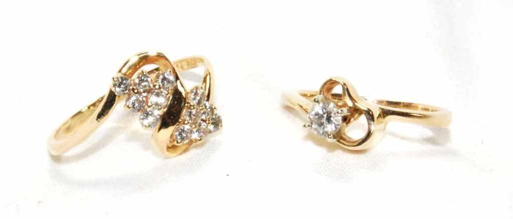 19: Pair of Vintage Gold & Diamond Rings - Diamond Soli