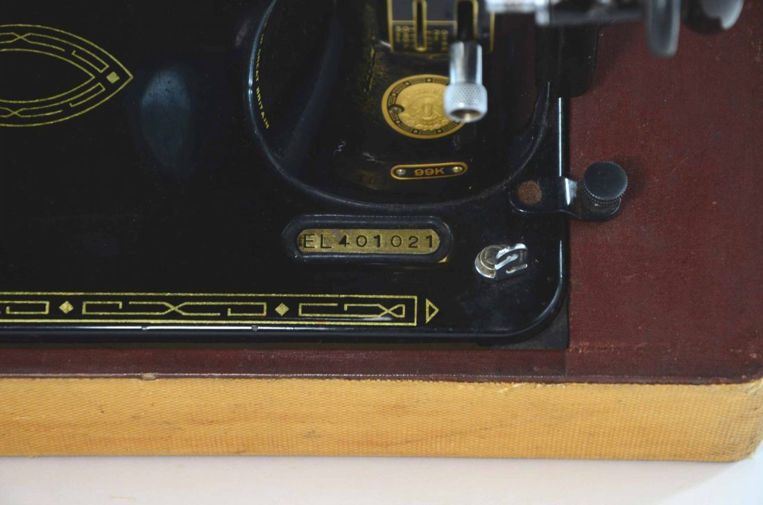 Antique Singer Sewing Machine, BZ 15-8 in Original Case - 4