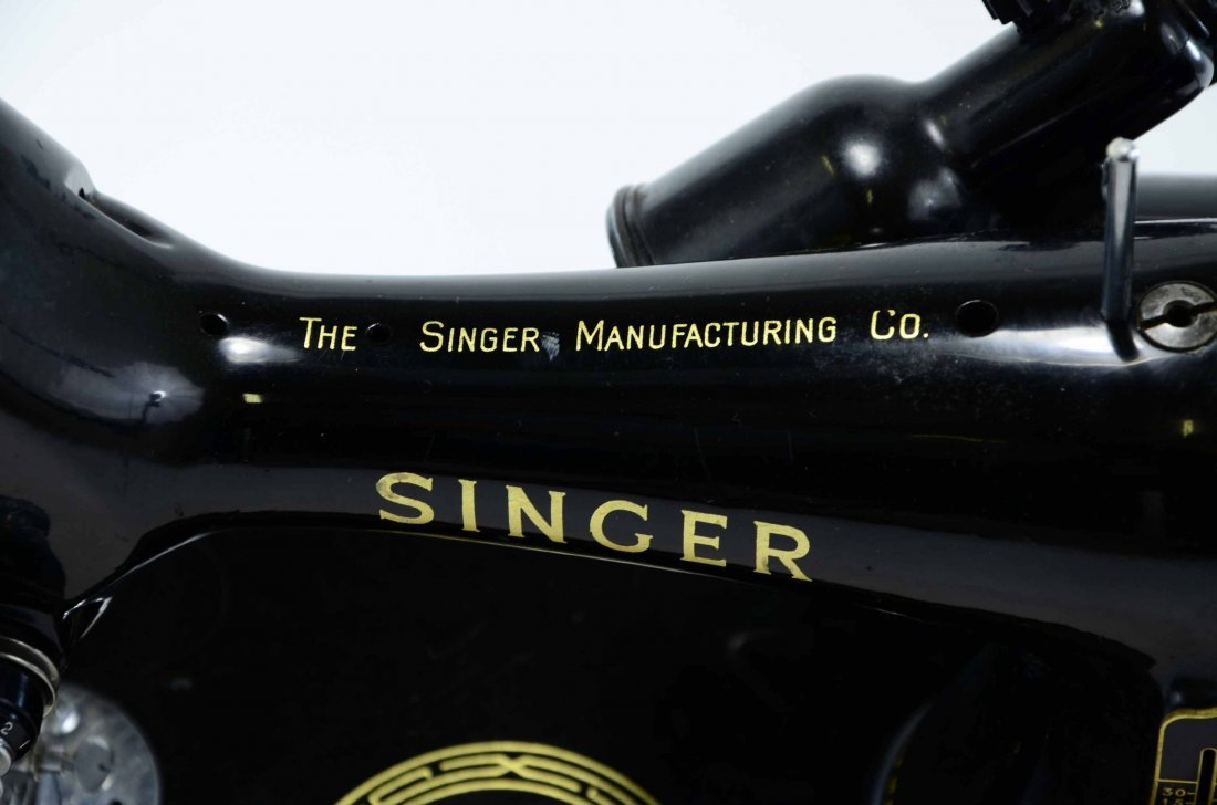 Antique Singer Sewing Machine, BZ 15-8 in Original Case - 5