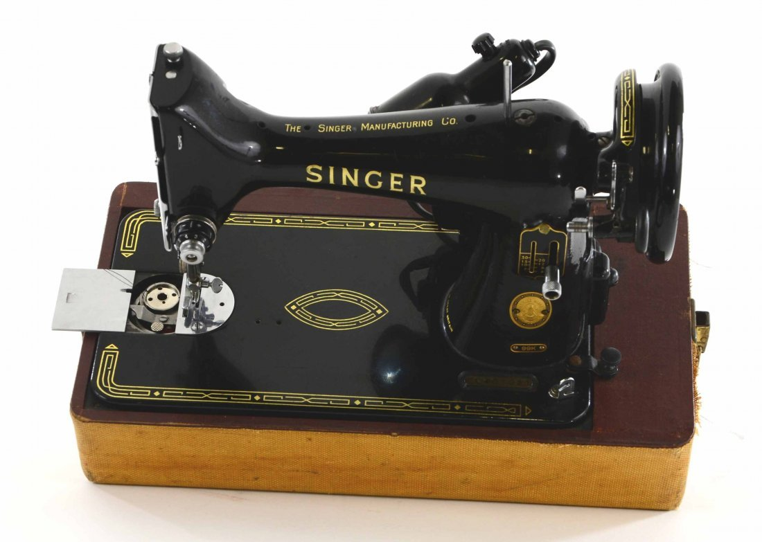 Antique Singer Sewing Machine, BZ 15-8 in Original Case - 6