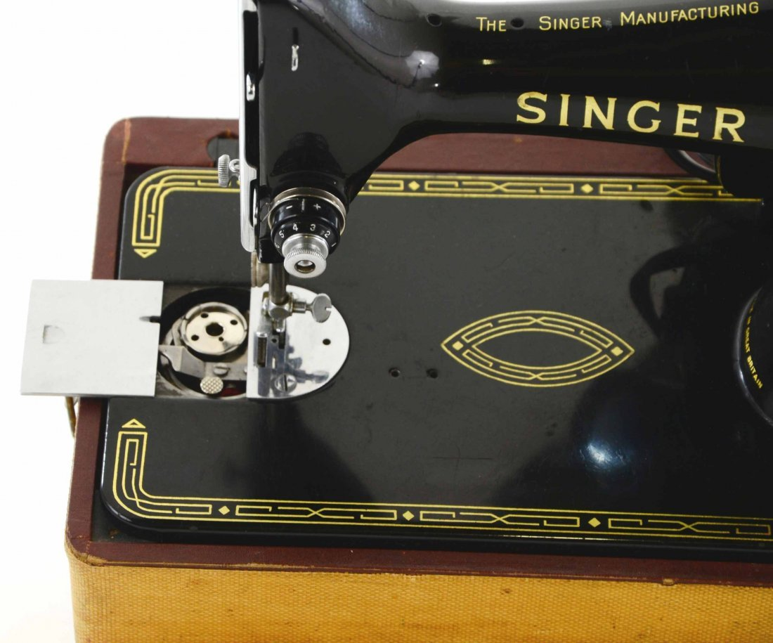 Antique Singer Sewing Machine, BZ 15-8 in Original Case - 7