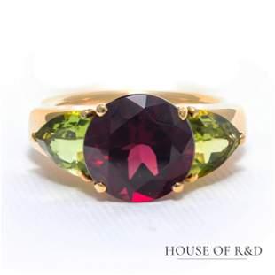 18k Yellow Gold - 12.9tcw - Garnet & Diamonds Ring