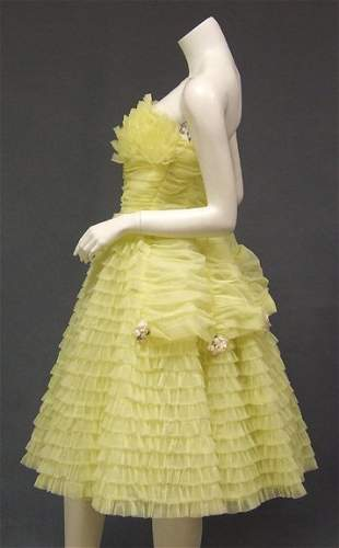 Ruffled Strapless 1950s 1960s Vintage Prom Dress
