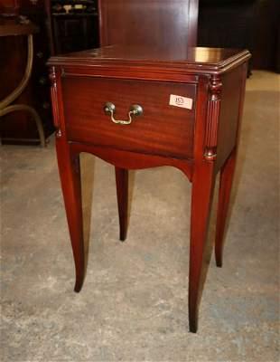 Vinatge 1 drawer mahogany nightstand