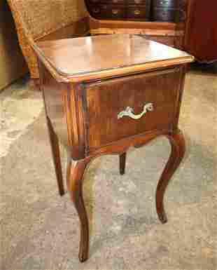 Vintage walnut 1 drawer Sligh nightstand