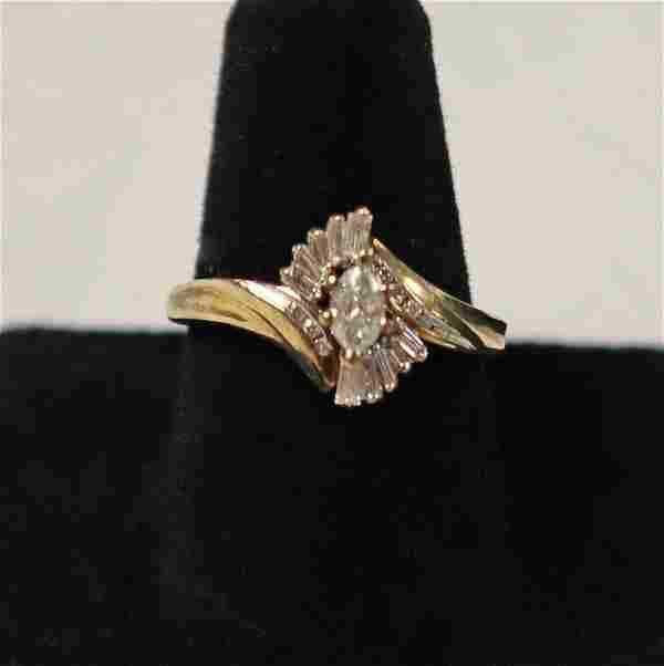 Ladies 14K gold & diamonds engagement ring