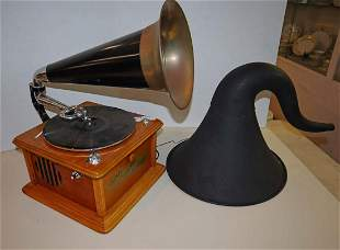 2pc Ant style oak electric Victrola w/extra horn