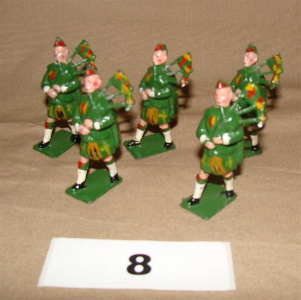 1008: Johillco Scottish Pipers (5) Pieces