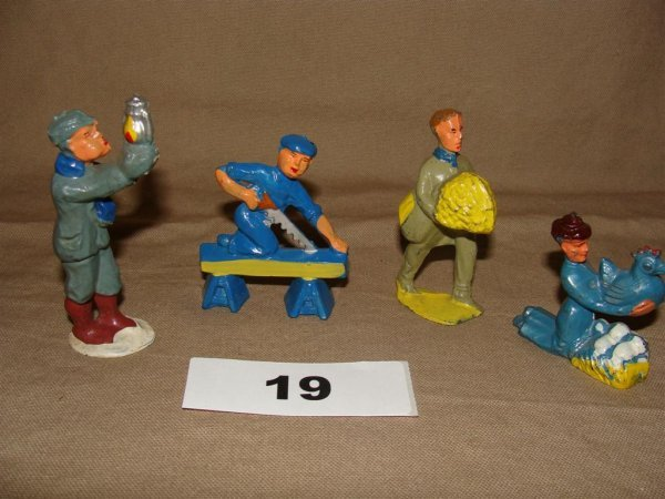 1019: Manoil Happy Farm (4) Pieces