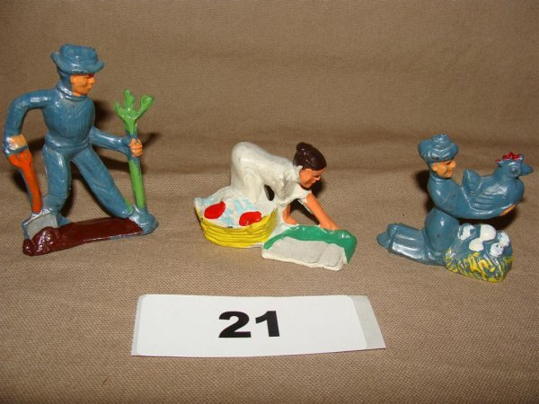 1021: Manoil Happy Farm (3) Pieces