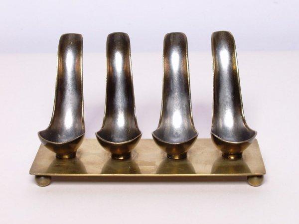 6: American Metalware Pipestand