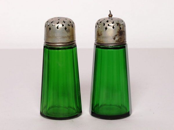 424: Depression Glass Salt and Pepper Shakers
