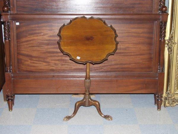 409: Victorian Tilt Top Pie Crust Wine Table