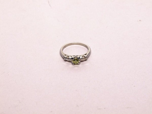 323: Estate Jewelry: Diamond and 18K Ring