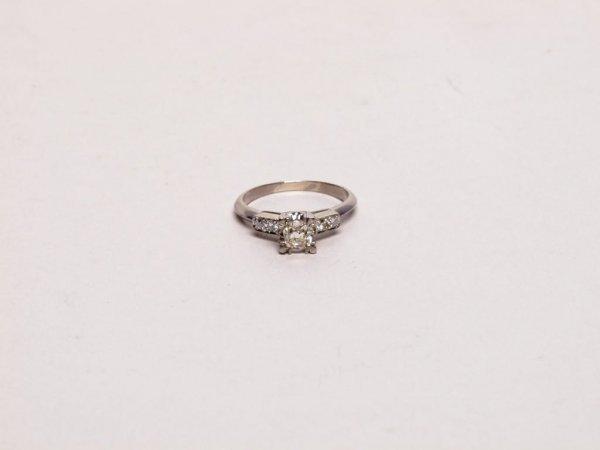 324: Estate Jewelry: Diamond and 18K Ring