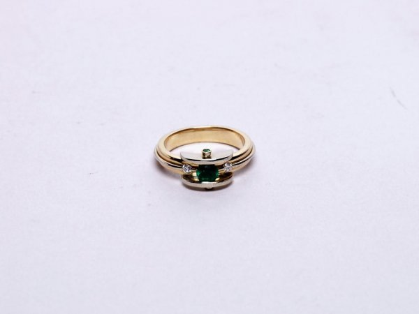 325: Estate Jewelry: 18K Gold and Emerald Ring