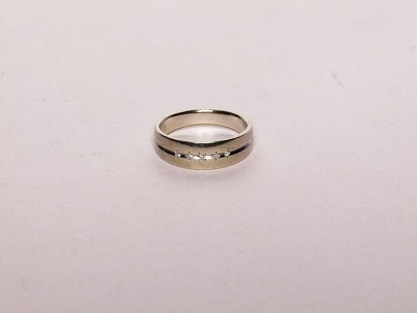 328: 14K Gold and Diamond Ring