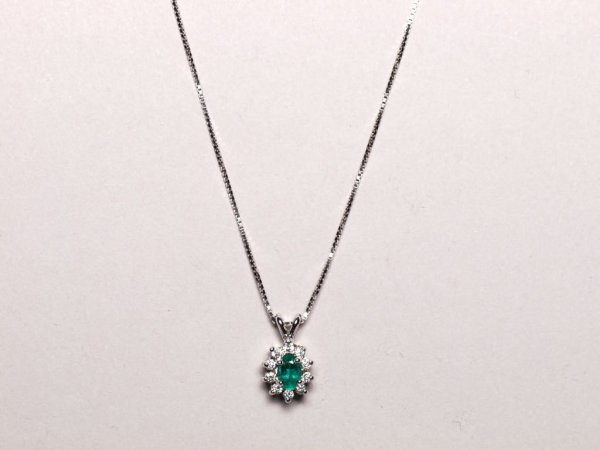 558: Estate Jewelry: Emerald Necklace