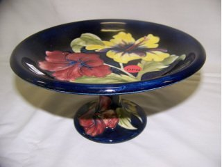 5021: Moorcroft Art Pottery compote, Hibiscus on blue