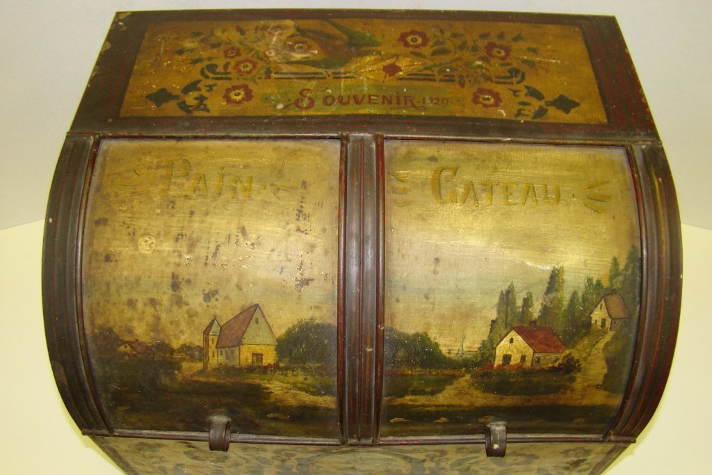 576: A vintage tin bread box with tole painting, marked - 2