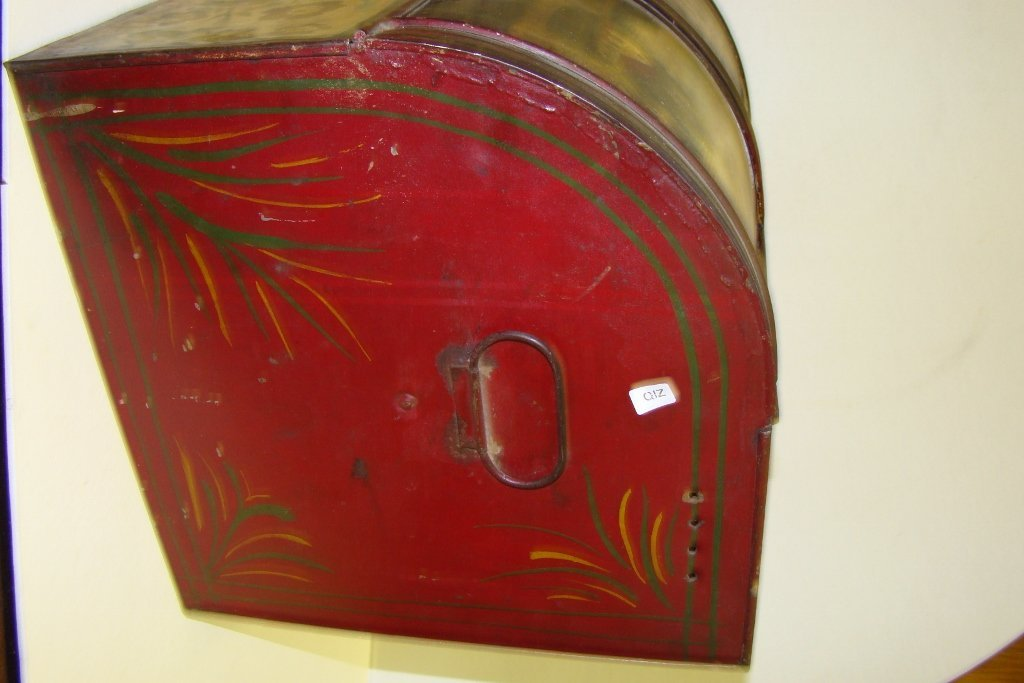 576: A vintage tin bread box with tole painting, marked - 3