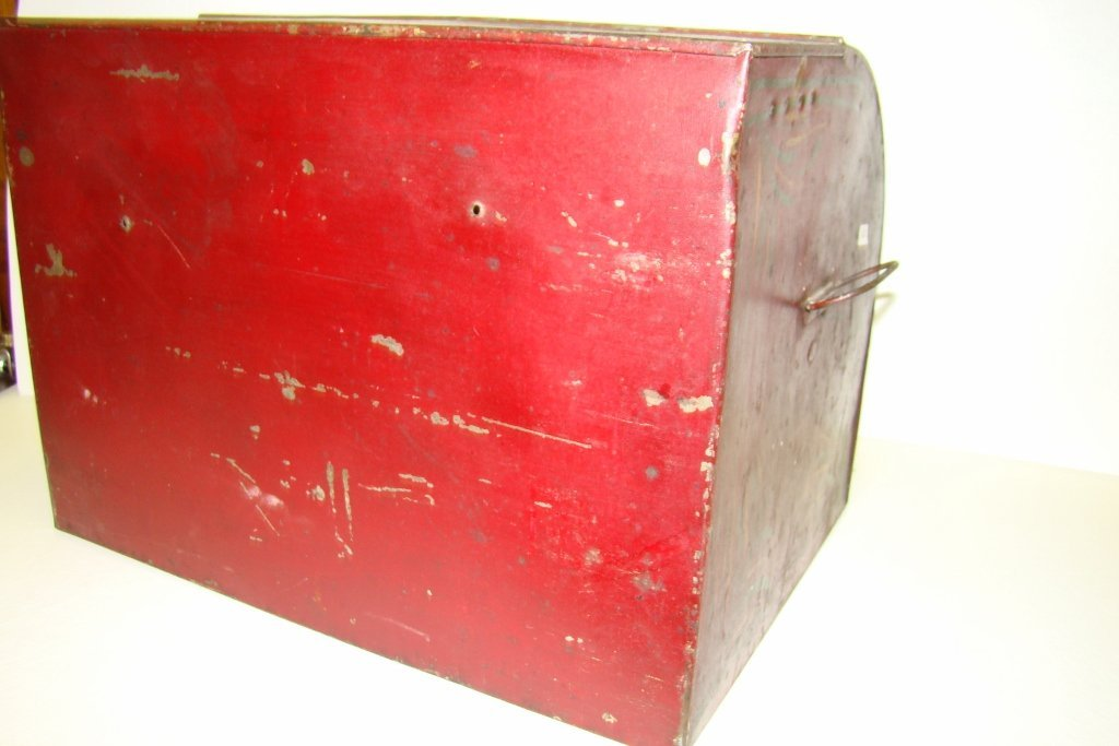 576: A vintage tin bread box with tole painting, marked - 4