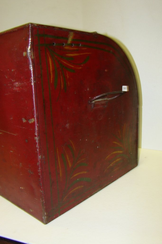 576: A vintage tin bread box with tole painting, marked - 5