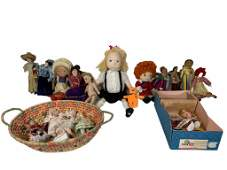A lot of mixed vintage and modern doll
