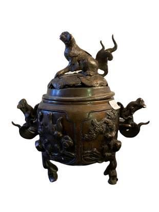 Beautiful chinese bronze censor