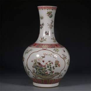 A Decorative Famille Rose Porcelain Vase