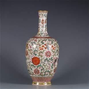 A Decorative Famille Rose Flower Patterned Vase