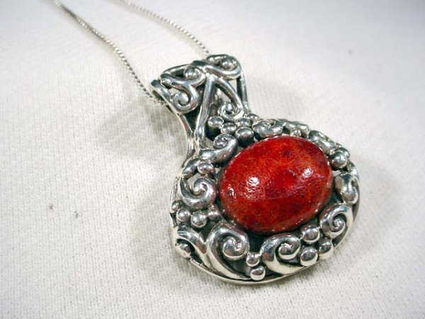206: Sterling filigree pendant set with cabochon stone