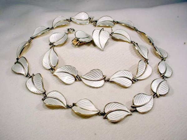 213: 14 inch marked Norway sterling & enamel necklace,