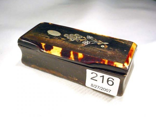 216: Early Victorian hinged snuff box with inlay