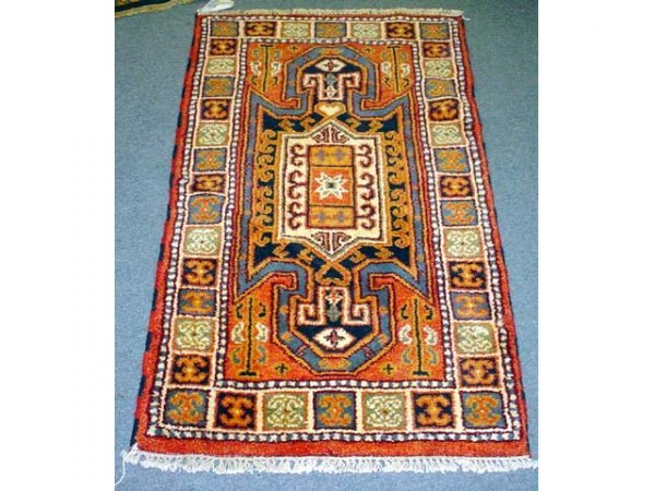 222: Handmade Oriental rug (approx 4 1/2'x 2 1/2')