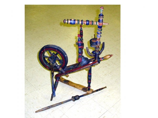 1005: Spinning wheel with original paint (some damages)