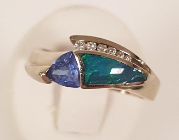 Designer signed B&H 14k white gold ring set with