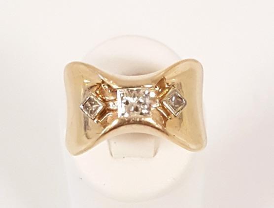 Contemporary design 14k gold 3-stone square cut diamond