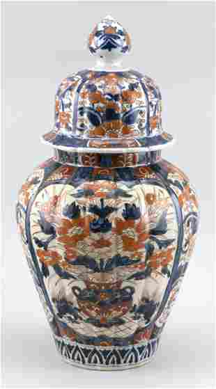 JAPANESE IMARI PORCELAIN COVERED JAR Late Meiji Period,