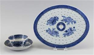 THREE PIECES OF CHINESE EXPORT BLUE AND WHITE FITZHUGH