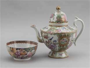 TWO PIECES OF CHINESE EXPORT PORCELAIN 19th Century