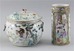TWO PIECES OF CHINESE PORCELAIN Late 19th Century