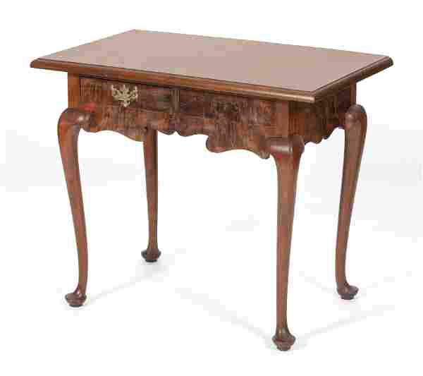 """QUEEN ANNE-STYLE LOWBOY 20th Century Height 28"""". Width"""